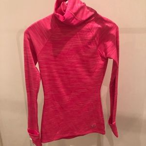 Under armour fitted turtleneck in size S